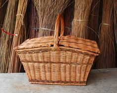 willow picnic basket - Willow Baskets by Katherine Lewis Basket Quilt, Basket Bag, Basket Willow, Diy Throws, Bountiful Baskets, Square Baskets, Wicker Baskets, Picnic Baskets, Summer Picnic