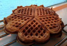 Julevørtervaffel Baking, Breakfast, Food, Baking Soda, Bread Making, Morning Coffee, Meal, Patisserie, Backen