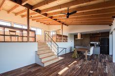一級建築士事務所シンクスタジオ の モダンな リビングルーム オープンキッチン