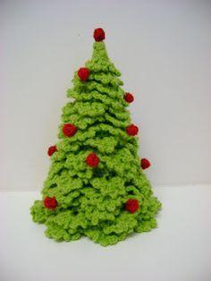 kerstboom gehaakt en patroon!!!! hallo dames deze kerstboom heb ik ettelijke jaren geleden voor het eerst gemaakt,en heb er al ettelijke t...