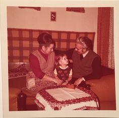 Mamival és papával Igalban, cca. 1979-ben (fotó: DTK saját archív) Table, Furniture, Home Decor, Decoration Home, Room Decor, Tables, Home Furnishings, Home Interior Design, Desk