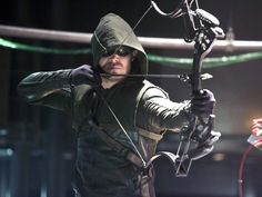 The CW's 'Arrow' Season 4 Will Go Back To Comic Book Roots As ...