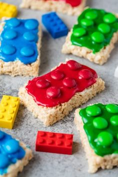 Lego Rice Krispie Treats are easy to make for your Lego lover. Great for a Lego … Lego Rice Krispie Treats are easy to make for your Lego lover. Great for a Lego birthday party or Lego themed allergy friendly treat for school! Rice Crispy Treats, Yummy Treats, Sweet Treats, Best Rice Krispie Treats Recipe, Good Food, Yummy Food, Cookies Et Biscuits, Sugar Cookies, Creative Food