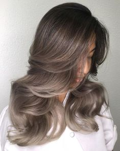 Cool Toned Brunette Hair with Ash Balayage If you want to bring a cool note to your natural brown hair color, dark roots and lengths combined with beautiful ash ends is something you should try. Brown Hair Gold Highlights, Grey Brown Hair, Natural Brown Hair, Brown Hair Colors, Dark Hair, Brunette Highlights, Ombre Brown, Brown Brown, Brown Skin