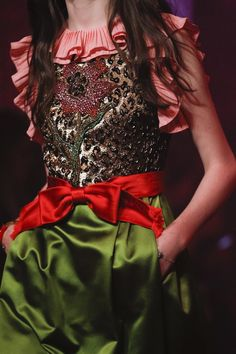 Gucci Spring 2017 Ready-to-Wear Fashion Show - Gucci Embroideries - Ideas of Gucci Embroideries - Gucci Spring 2017 Ready-to-Wear Fashion Show Details Gucci Fashion, Fashion 2017, Couture Fashion, Runway Fashion, Spring Fashion, High Fashion, Fashion Show, Womens Fashion, Fashion Trends