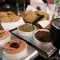 Receita SAUDÁVEL DE PATÊ DE AZEITONAS E RICOTA  Veja mais em http://www.comofazer.org/culinaria/receita-saudavel-de-pate-de-azeitonas-e-ricota/
