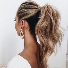 Via @vibrastrait | Sunday Look: Voluminous ponytail   Regram: @top_notch_haircutters