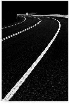 Black ☛noir ☛ negro ☛ nero ☛schwarz ☛ preto ☛ черный ☛ zwart ☛ שָׁחוֹר ☛ أسود ☛ μαύρος ☛ nigrum ☛ nigra ☛ ブラック☛ 黑 white▸ blanc▸ blanco▸bianco▸weiß▸branco▸أبيض▸לבן▸белый▸wit▸λευκό▸blanka▸alba ☛ 白 ☛ ホワイト Black White Photos, Black N White, White Art, Black And White Photography, Black Marble, Street Photography, Art Photography, Contrast Photography, Photography Backdrops
