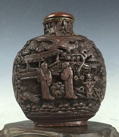 Chinese Antique Carved Cinnabar Snuff Bottle : Lot 504
