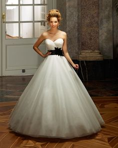 Dress: 4332  Available Colors:  in Ivory or White  Material: Tulle  Available sizes: EU 32-64                          UK 6-38                          USA 2-34