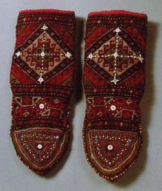Khevsuretian socks, for women. Khevsureti/Khevsuria (Georgian: ხევსურეთი, a land of valleys) is a historical-ethnographic region in eastern Georgia. They are the branch of Kartvelian (Georgian) people. Wool Socks, Knitting Socks, Women's Socks, Fashion Accessories, Fashion Jewelry, Fashion Wear, 70s Fashion, Slipper Boots, Colorful Socks