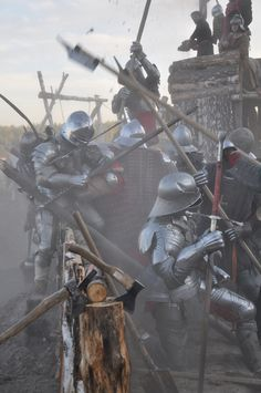 Still no where near the blood and horror of a medieval battlefield Medieval Knight, Medieval Armor, Medieval Fantasy, Armadura Medieval, Fantasy Battle, Fantasy Armor, Larp, Landsknecht, Wars Of The Roses