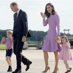 Before taking off from Hamburg William and Kate took the kids for a special tour of the Airbus training facilities where they met with apprentices and got a close - up tour of helicopter. #katemiddleton #duchessofcambridge #princewilliam #princegeorge #princesscharlotte #germany #royalcouple #royaltourgermany