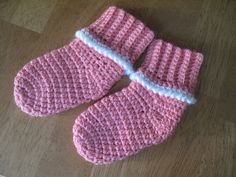Free Crochet Pattern Baby Socks at Ravelry http://www.ravelry.com/patterns/library/cutie-bootie
