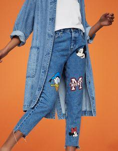 Pull&Bear - mujer - ropa - últimas novedades - jeans mom fit mickey mouse - azul - 05685325-V2017