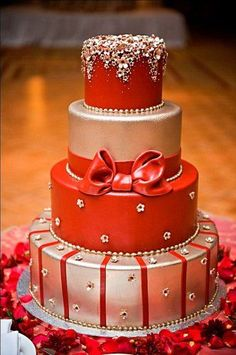 Beautiful red and silver wedding cake 24 Beautiful red and silver wedding cake 24 Beautiful Wedding Cakes, Gorgeous Cakes, Pretty Cakes, Cute Cakes, Amazing Cakes, Metallic Wedding Cakes, Indian Wedding Cakes, Indian Weddings, Metallic Cake