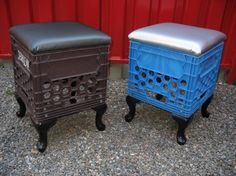 milk crates as stoolsprob good for kids room Crate Stools, Crate Ottoman, Crate Desk, Pallet Crates, Milk Crates, Milk Crate Furniture, Pallet Furniture, Milk Crate Storage, Organizar Closet