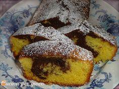 Plumcake è un dolce semplice da preparare, e con pochi ingredienti, cosa può essere di meglio che fare la colazione o merenda con un soffice, delizioso e genuino dolce per poter cominciare bene la nostra giornata.