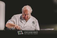 """Enrique Fuentes. Del bar Bar Toloño, en la Cuesta de San Francisco, 3 de Vitoria-Gasteiz (T. 945233336). Participó en el Campeonato de Euskal Herria de Pintxos con """"Sr. Txangurro"""". Cómprate un libro de campeonato con todas las recetas y fotos: http://www.campeonatodepintxos.com/tienda/ #Hondarribia #Pintxos #Pinchos #Tapas #Fuenterrabía #Fontarrabie @hondarribiaturi  @euskadipintxos"""
