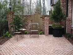 A brick patio can enhance the value of your home. Setting up a brick patio does not require special Paver Stone Patio, Brick Pavers, Brick Fence, Brick Driveway, Brick Wall, Brick Pathway, Driveway Tiles, Cobbled Driveway, Small Brick Patio
