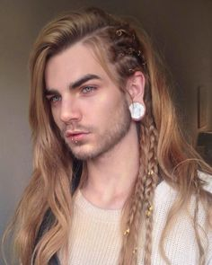 Love her new style for reputation and the song End Game with Ed Sheeran! The Dynamic Duo back at it again Click image to See More. Viking Braids, Viking Hair, Mens Braids, Easy Mens Hairstyles, Trendy Haircuts, Medium Hair Cuts, Short Hair Cuts, Nils Kuiper, Look Man