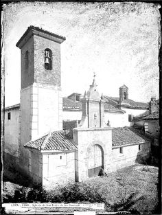Iglesia de San Pedro de los Huertos, en Puerta Obispo, a la sombra de la Catedral, y por supuesto empedrado a su alrededor.