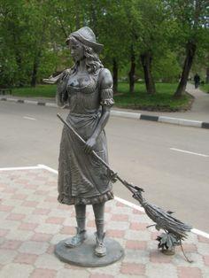 Памятник Золушке в Долгопрудном
