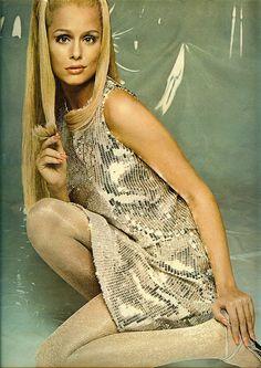 1967 Revlon ad featuring Lauren Hutton in Seventeen magazine