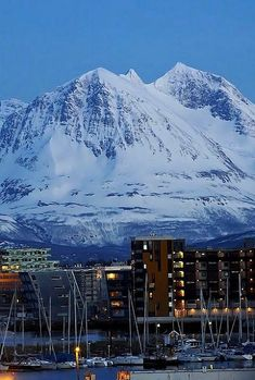 Tromsø, Norway | by Heiko St. ….Stay cheap and comfortable on your stopover in Oslo: www.airbnb.com/rooms/1036219?guests=2&s=ja99 and https://www.airbnb.com/rooms/6808361
