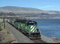 RailPictures.Net Photo: BN 8010 Burlington Northern Railroad EMD SD40-2 at Bingen, Washington by Joe Blackwell