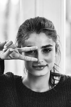Taylor Hill. For more well-curated images of top models see: http://pinterest.com/captainkdog/some-favorite-models More Victoria's Secret models: http://pinterest.com/captainkdog/victorias-secret-models. View full size (671 × 1013): http://68.media.tumblr.com/ba86a03b6453b9e023a427171d8409b8/tumblr_ns50isoq391r4siero1_1280.jpg--Bellos ojos, mas bellos si ven bien, controlate cada año.Lee en nuestro blog, sindrome de vision computarizada y mas-
