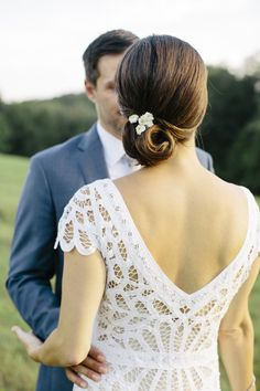 Farm inspired wedding look. Photography : Kate Preftakes Read More on SMP: http://www.stylemepretty.com/new-hampshire-weddings/peterborough/2016/08/27/romantic-nh-wildflower-wedding/
