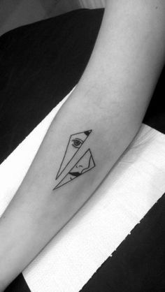The best minimal tattoos, Minimal tattoos look great and are especially great for people who want tattoos that are easy to cover up.