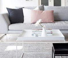 Another perfect look for your living room! Pink and Gray! #home #homedecor #livingroom