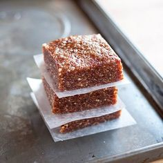 Prepare for your mind to be blown. Ready? Homemade energy bars. Three ingredients. No cooking. No tricks. No kidding.