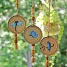 Show the kids how to recycle those lids from frozen juice concentrate into these beautiful Juice Can Lid Wind Chimes.