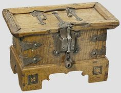 Origin: Tirol 15e eeuw Medieval Furniture, Rustic Furniture, Antique Furniture, Antique Chest, Antique Boxes, Trunks And Chests, Vintage Suitcases, Wooden Chest, Jewellery Boxes