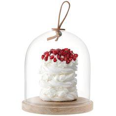 Cloche Ivalo et sa base en frêne - En frêne naturel, verre soufflé et cuir noué à la main, la cloche de la collection Ivalo vous émerveillera avec son style minimaliste. La beauté des vitrines des plus grandes pâtisseries n'auront plus aucun secret pour vous ! Meringues, tartelettes, cakes et autres friandises, cette jolie vitrine les mettra en valeur avec élégance et raffinement. Un cadeau idéal pour un anniversaire ou pour une fête.