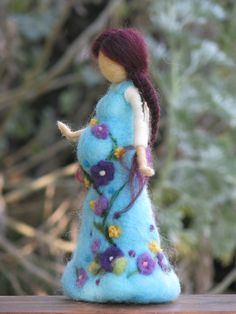 Waldorf-inspired, needle-felted doll ... gorgeous work! <3                                                                                                                                                                                 Mais