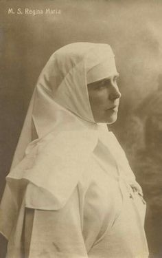 Queen Marie of Romania serving as nurse during WWI. Romanian Royal Family, Male Nurse, Queen Mary, Ferdinand, Wwi, First World, World War, Photo Galleries, Nostalgia