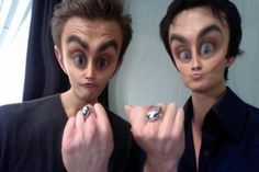 The Vampire Diaries Paul Wesley(Stefan) & Ian Somerhalder(Damon), I've seen this picture a couple times and it always makes me laugh a little. Paul Wesley Vampire Diaries, Damon Salvatore Vampire Diaries, Vampire Diaries Poster, Ian Somerhalder Vampire Diaries, Vampire Diaries Memes, Vampire Diaries Wallpaper, Vampire Diaries The Originals, Vampire Diaries Rings, Damon And Stefan Salvatore