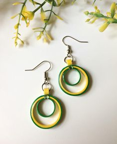 Paper Quilling Earrings, Quilling Paper Craft, Paper Crafts, Yellow Earrings, Simple Earrings, Paper Ornaments, Paper Jewelry, Jewellery Display, Crochet