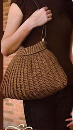 Sweater Bag - crocheted in one piece - free pattern