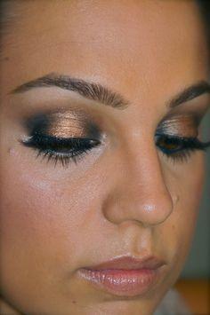 bronzer. pink lips. black & gold eyes. big lashes. peachy cheeks. loveeee.