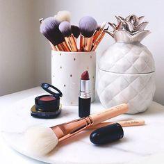 Professional Makeup Brush Set Buy Now High Quality Makeup Tools Kit Violet Buy Now on Aliexpress Makeup Case, Skin Makeup, Makeup Brushes, Beauty Makeup, Makeup Remover, Makeup Storage Organization, Storage Ideas, Rangement Makeup, Make Up Storage