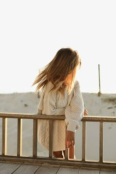 When all you want to wear is cozy and comfy sweaters, even though it is sunny Looks Style, Style Me, Surf Style, Style Blog, Into The Fire, Inspiration Mode, Street Style, Coastal Style, Coastal Living