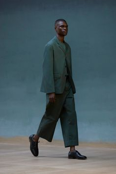 Runway Spring-Summer 2022 - Lemaire-EU Star Fashion, New Fashion, Runway Fashion, Fashion News, Spring Fashion, Fashion Beauty, Fashion Show, Fashion Trends, Celebrity Style