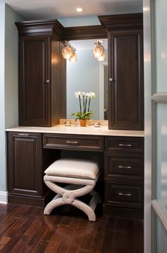 make up vanity idea definitely gonna have in new house!
