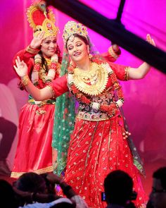 Gracy Singh rejuvenated the essence of the festival with her performance at Dahi Handi celebrations.