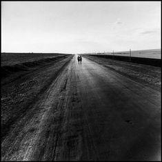 Photo © Robert Capa/Magnum Photos/ICP [Two women walking down a road, Georgian Soviet Socialist Republic], 1947 Andre Kertesz, Steve Mccurry, Martin Parr, Robert Doisneau, White Photography, Street Photography, Vietnam, First Indochina War, Photography Workshops